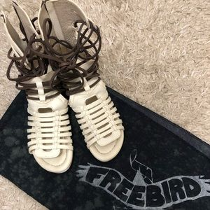 Like New Steve Madden FREEBIRD sandals